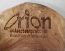 Logo gravering in hout